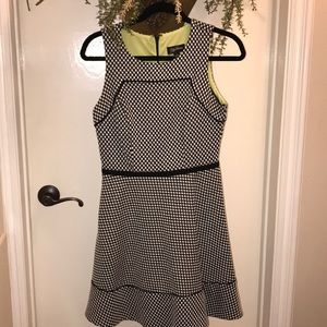 Dresses & Skirts - Super cute black and white dress with lining!